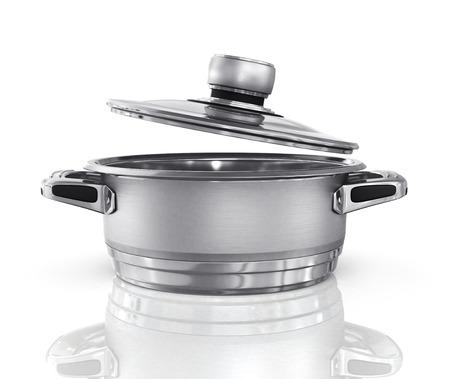 steel pan: Cacerola de acero con la tapa abierta en el fondo blanco.