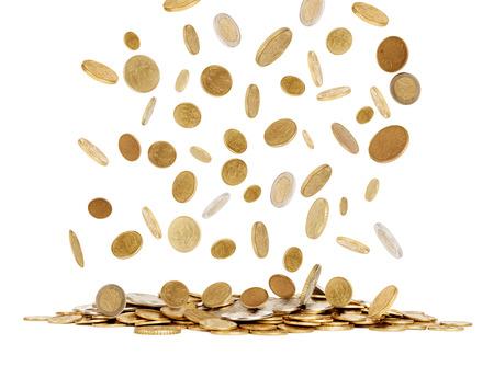 白い背景で隔離の金貨を落下