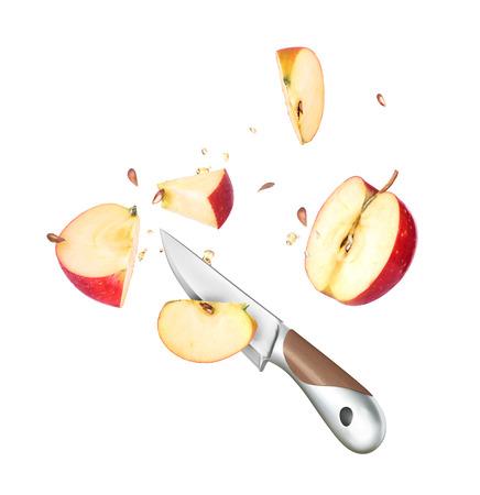 manzanas: Un cuchillo y una manzana cortada por la mitad est�n congeladas en el aire