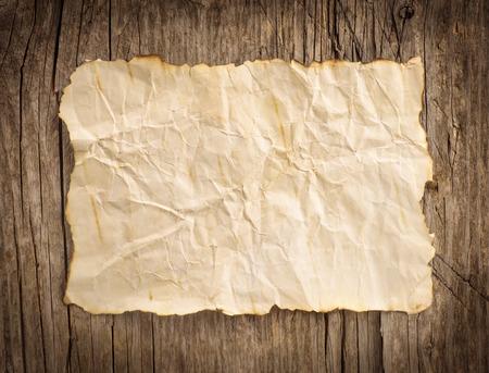 Oud papier op de houten achtergrond Stockfoto