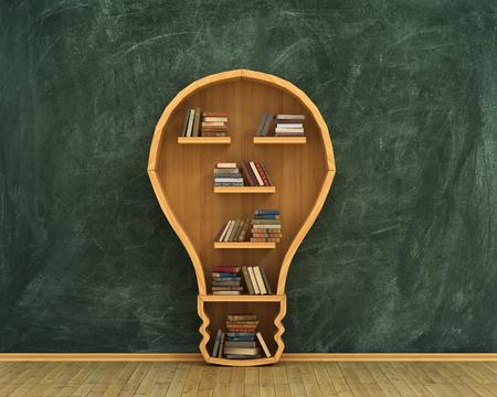 testa: Concepto de idea. Estanter�a llena de libros en forma de bulbo con el concepto dibujar en la pizarra. Foto de archivo