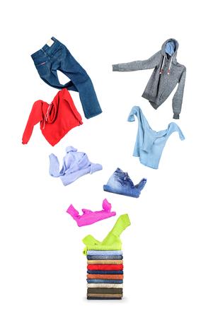 casual clothes: Ropa vuela en una pila aislado en blanco