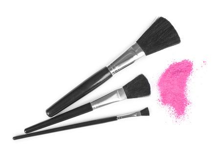 maquillage: pinceaux de maquillage et poudre cosmétique