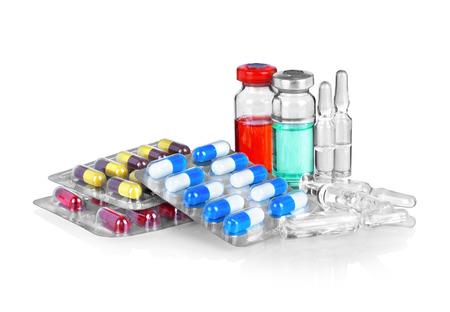 pastillas: Las c�psulas y pastillas envasadas en ampollas, aislados en blanco