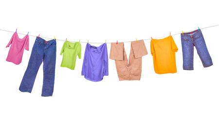 ropa colgada: Ropa tendida aislados en fondo blanco
