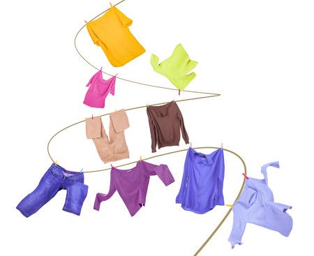 lavanderia: Línea de ropa con ropa aislados en blanco