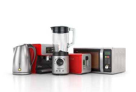 Keukenapparatuur. Blender, broodrooster, koffiezetapparaat, waterkoker en een magnetron op een witte achtergrond. 3d illustratie Stockfoto