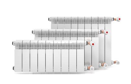 Tre radiatori di riscaldamento isolato su sfondo bianco. Illustrazione 3d