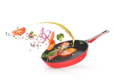フライパンで野菜と肉