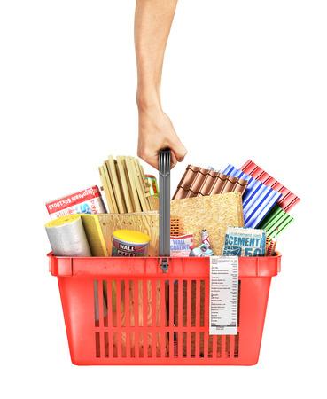 Dé sostener una cesta de la compra llena de materiales de construcción en un fondo blanco. Ilustración 3d