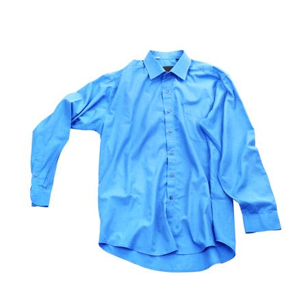白い背景に隔離された空白の青いシャツ