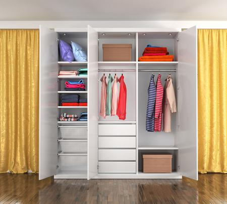 Armadio bianco con porte aperte in una stanza con tende gialle. Vestiti nell'armadio. Illustrazione 3D