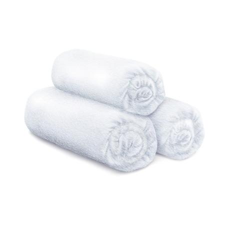 Serviettes en éponge pelucheuses roulées blanches