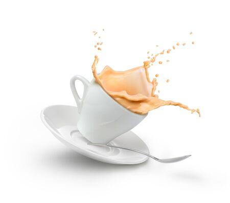 Milchkaffeespritzer in weißer Tasse isoliert