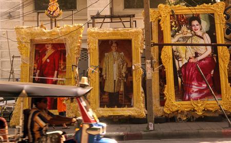 adulyadej: Pictures of Koenig Koenig Family with Bhumipol Adulyadej in the center of capital Bangkok in Thailand