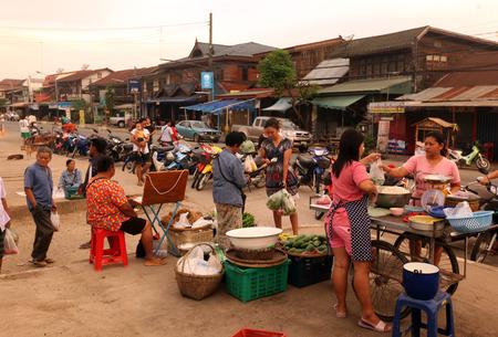 태국 수코타이 수코타이 구시 가지의 아침 시장 동남 아시아의 태국 북쪽의 시장