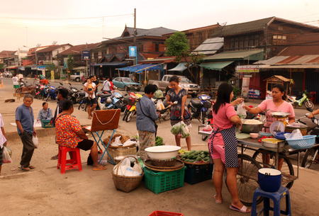 The market in the morning in the old town of Old Sukhothai Province Sukhothai in the north of Thailand in South East Asia Редакционное