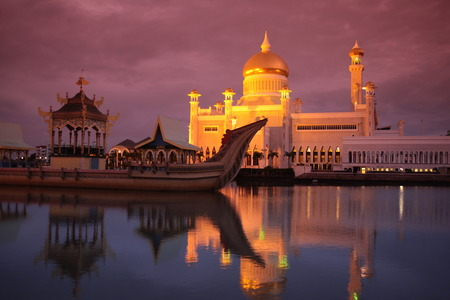 state of mood: The Omar Ali Saifuddien mosque in the capital Bandar Seri Begawan in Brunei Darussalam Kingdom on Borneo in South East Asia Stock Photo