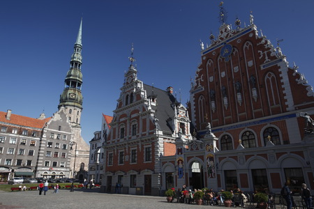 st  peter s square: The steeple of St  Peter s Church and the Schwarzhaeupterhaus the City Hall Square in the Old Town of Riga, Latvia