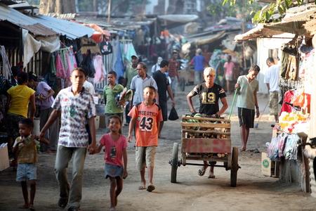 果物と野菜市場ティモール島の東ティモールの首都ディリでアジア 2 に分けられ 報道画像