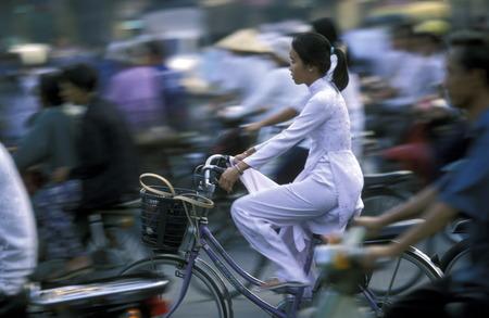カントー市で東南アジアのベトナム メコン デルタ、sueden で学校に行く途中 Schuelerinnen