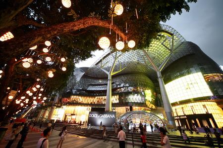 Asia, el sudeste, Singapur, Isla, Estado, Ciudad, Ciudad, Orchard Road, la calle comercial, de compras, diario, negocio, centro, Noche,, Centro comercial, Centro comercial, Arquitectura, moderna, ION, Editorial