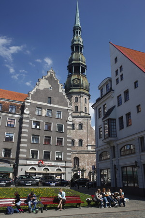 st peter s square: The steeple of St  Peter s Church in the town square in the old town of Riga, Latvia