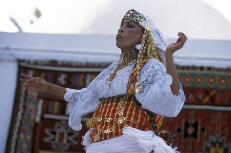 musik: Ein Kulturelle Show auf der Insel Jierba im Sueden von Tunesien in Nordafrika. Editorial