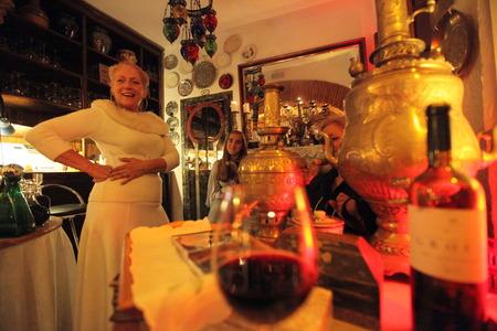 ファドの音楽、アルファマ、ポルトガルのリスボン旧市街の周辺に良い食品をライブといくつかのファドのバーの一つ