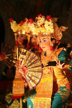 ferien: Asien, Suedost, Indonesien, Bali, Insel, Ubud, Tanz, Dance, Show, Kultur, Tradition, Frau,    (Urs Flueeler)