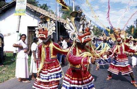asien: Asien, Indischer Ozean, Sri Lanka, Ein traditionelles Neujahrs Fest mit Umzug im Kuestendorf Dalawella an der Suedkueste von Sri Lanka. (URS FLUEELER)
