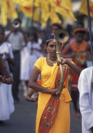 asien: Asien, Indischer Ozean, Sri Lanka, Ein traditionelles Neujahrs Fest mit Umzug im Kuestendorf Hikkaduwa an der Suedwestkueste von Sri Lanka. (URS FLUEELER)        Editorial