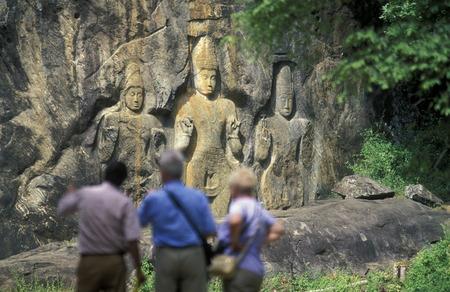 sued: Asien, Indischer Ozean, Sri Lanka, Die Stein Buddhas von Buduruwagala bei Wellawaya an der Suedkueste von Sri Lanka. (URS FLUEELER)        Editorial