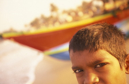 asien: Asien, Indischer Ozean, Sri Lanka, Ein Fischer Strand beim Kuestendorf Hikkaduwa an der Suedwestkueste von Sri Lanka. (URS FLUEELER)