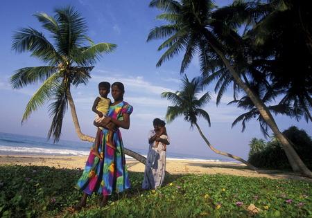 Ein Traumstrand in Hikkaduwa an der Südwestküste von Sri Lanka Kuestendorf Standard-Bild - 29058246