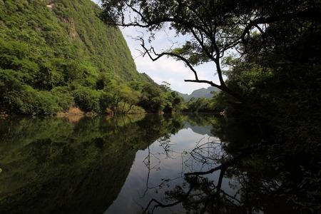 th�?¨: El paisaje en el Nam Don o Don r�o cerca del pueblo de Tham Tha Pa Fa Falang desde cerca de la ciudad de Tha Khaek en el centro de Laos, en la frontera con Tailandia en el sudeste asi�tico