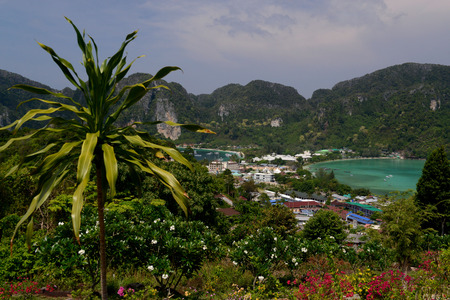 sued: The view from the Viewpoint on the Town of Ko PhiPhi on Ko Phi Phi Island outside of the City of Krabi on the Andaman Sea in the south of Thailand.  Stock Photo