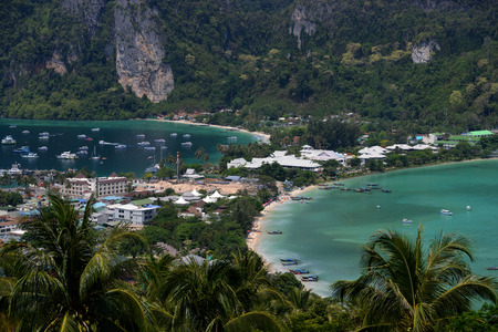 pp: The view from the Viewpoint on the Town of Ko PhiPhi on Ko Phi Phi Island outside of the City of Krabi on the Andaman Sea in the south of Thailand.  Stock Photo