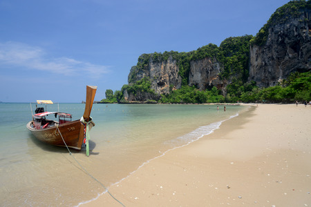 phra nang: The Hat Tom Sai Beach at Railay near Ao Nang outside of the City of Krabi on the Andaman Sea in the south of Thailand.  Editorial