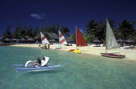 Ein Sandstrand an der ostkueste von Mauritius im Indischen Ozean. Standard-Bild - 31649804