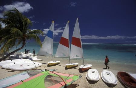 Ein Sandstrand an der ostkueste von Mauritius im Indischen Ozean. Standard-Bild - 31649816