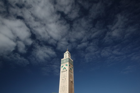 Reisen: The Hassan 2 Mosque in the City of Casablanca in Morocco , North Africa.