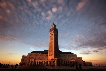モロッコ、北アフリカのカサブランカの市内でハッサン 2 モスク。