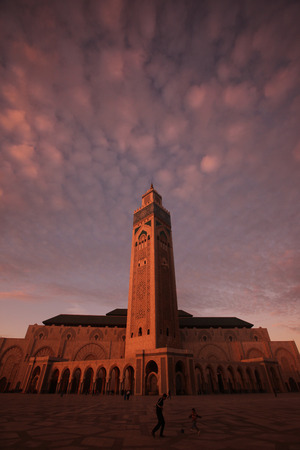 afrika: The Hassan 2 Mosque in the City of Casablanca in Morocco , North Africa.
