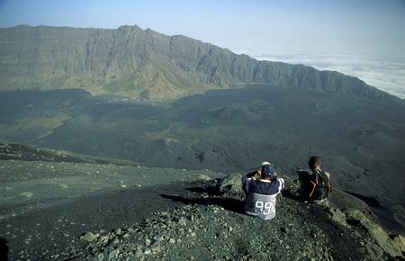 観光客でフォゴ フォゴ火山村の上に、アフリカの大西洋のアイスランド フォゴ カーボベルデに。