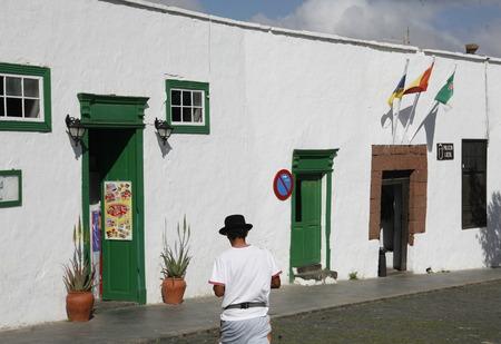 het oude centrum van Teguise op het eiland Lanzarote op de Canarische eilanden van Spanje in de Atlantische Oceaan. op het eiland Lanzarote op de Canarische eilanden van Spanje in de Atlantische Oceaan.