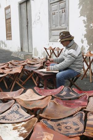 sunday market: el mercado de los domingos en el casco antiguo de Teguise en la isla de Lanzarote en las Islas Canarias de Espa�a en el Oc�ano Atl�ntico. en la isla de Lanzarote en las Islas Canarias de Espa�a en el Oc�ano Atl�ntico.