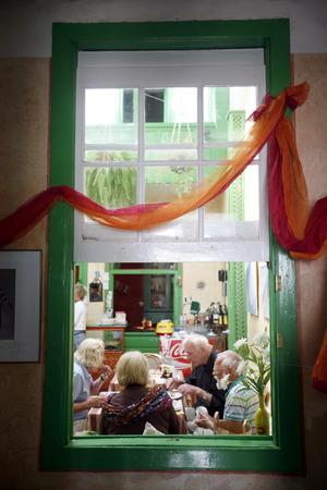 sonntag: el mercado de los domingos en el casco antiguo de Teguise en la isla de Lanzarote en las Islas Canarias de Espa�a en el Oc�ano Atl�ntico. en la isla de Lanzarote en las Islas Canarias de Espa�a en el Oc�ano Atl�ntico.