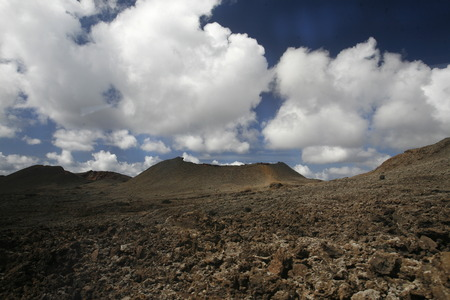 landschaft: The  Vulkan National Park Timanfaya on the Island of Lanzarote on the Canary Islands of Spain in the Atlantic Ocean. on the Island of Lanzarote on the Canary Islands of Spain in the Atlantic Ocean.