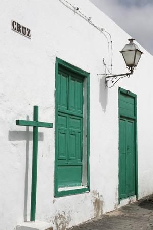 de oude stad van Teguise op het eiland Lanzarote op de Canarische Eilanden van Spanje in de Atlantische Oceaan. op het eiland Lanzarote op de Canarische Eilanden van Spanje in de Atlantische Oceaan.
